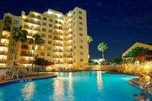 Een van de zwembaden bij het hotel vlakbij Disney