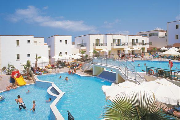 Zwembaden met top glijbanen op Kreta