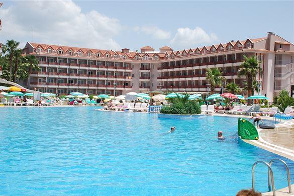 Glijbanen bij mooi hotel in Turkije