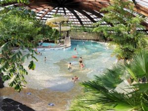 Hout beton schutting: korting huttenheugte zwembad
