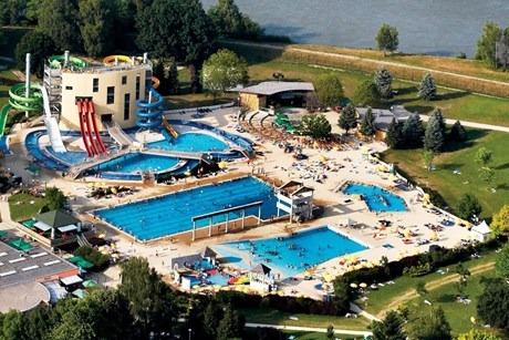 Tof waterpark met grote zwembaden en snelle glijbanen in Slovenië