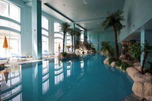 Ook een binnenbad bij dit hotel in Albufeira voor jongeren