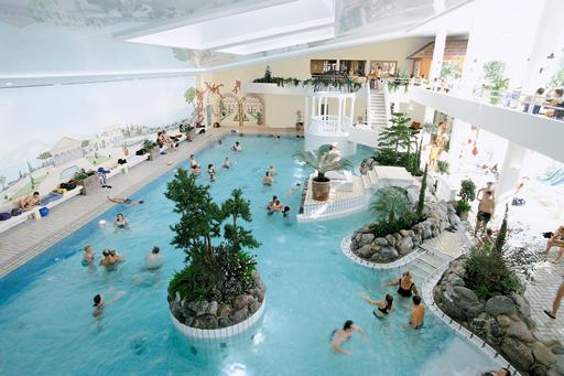Tropisch zwemparadijs in de sneeuw in Duitsland