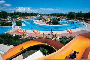 Grote zwembaden op camping in Italië
