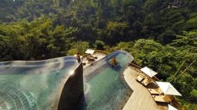 Zwembad in terrasvorm met waanzinnig uitzicht over Bali