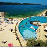 Prachtig zwembad voor het gezin in Kroatië