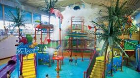 Glij van de langste waterglijbaan ter wereld bij mooi hotel in Duitsland