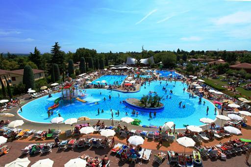 Camping met zwemparadijs aan Gardameer