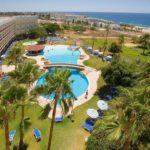Prachtig zwemparadijs op Cyprus met veel glijbanen