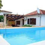 Groot privé zwembad bij vakantievilla in Kroatië