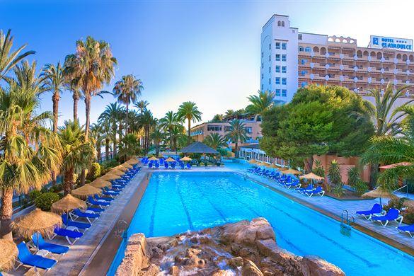 Prachtig hotel in Spanje met groot zwembad aan het strand