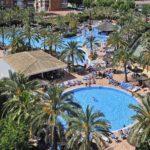 Levendig hotel met vijf zwembaden in Spanje