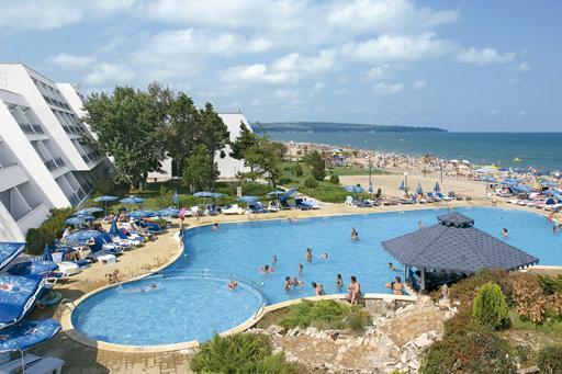 Luxe hotel met zwembad op het strand in Bulgarije