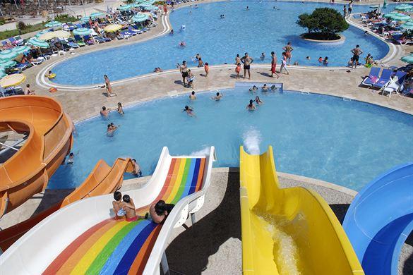 Resort met mooi zwembaden en glijbanen in Turkije