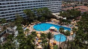 Mooi hotel met zwembad in uitgaansgebied Gran Canaria
