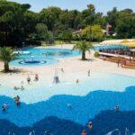 Schitterend zwembad op camping in historische stad Napels