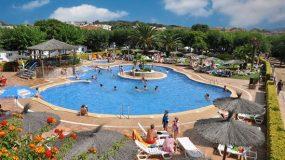 Jongerenreis met leuk zwembad in Blanes