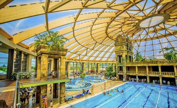 Groot aquapark bij hotel in Boedapest