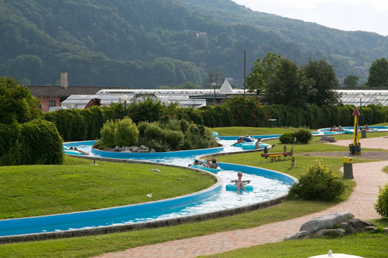 Camping Slovenië met zwembad met veel glijbanen