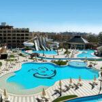 Aquapark met leuke glijbanen bij mooi hotel in Egypte