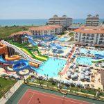 Groot aquapark met veel glijbanen in Turkije