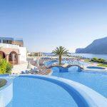 Mooie grote zwembaden bij hotel op het Griekse eiland Kreta