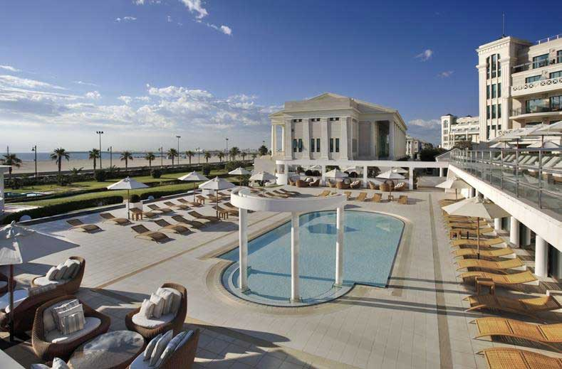 Valencia, hotel aan het strand met zwembad en wellness. Ideaal om te verblijven tijdens een stedentripje.
