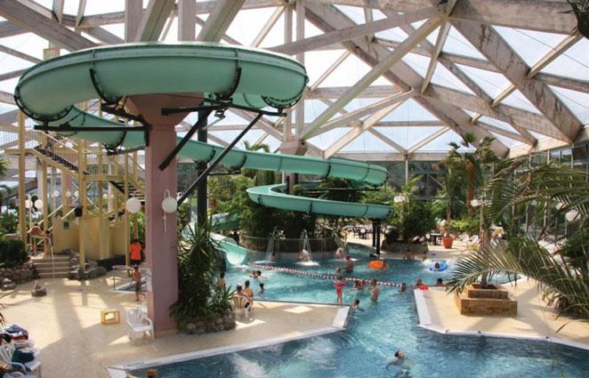 Familiepark in de Duitse natuur met enorm zwemparadijs en top faciliteiten