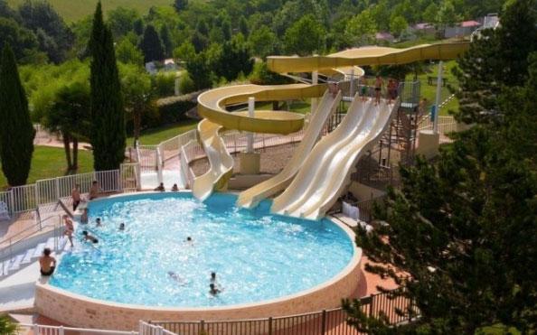 Franse camping met zwembaden en glijbanen (Zuid-Frankrijk)