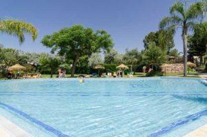 Genieten van meerdere zwembaden bij dit appartementencomplex in de Algarve te Portugal