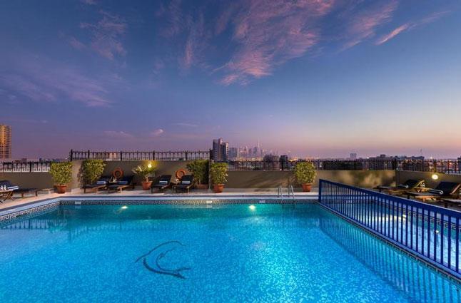 Hotel met zwembad op het dakterras in Dubai