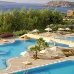 Zonnig resort op Kreta met meerdere zwembaden