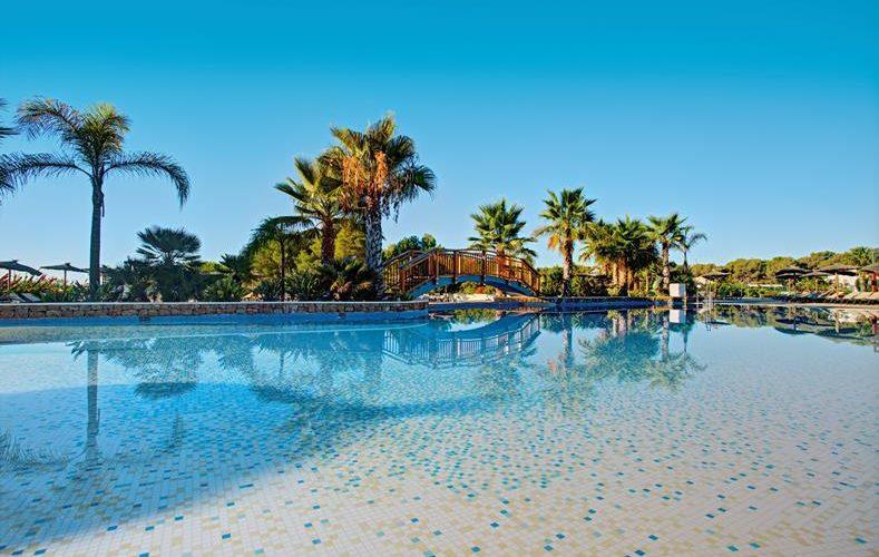 Mooie zwembaden op Ibiza, all-inclusive-resort, rustig gelegen