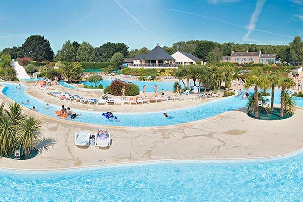 Kasteelcamping in het prachtige Bretagne met veel zwembaden
