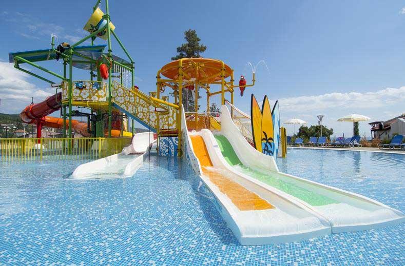 Veel glijbanen bij dit resort op Sunny Beach, Bulgarije