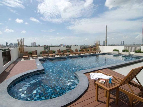 Mooi hotel met zwembad in Bangkok met fantastisch uitzicht