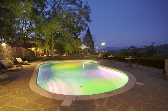 Toscaanse groepsvilla met 7 themakamers en panoramisch zwembad