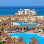 Luxe resort met prachtige zwembaden aan het strand van Kaapverdië