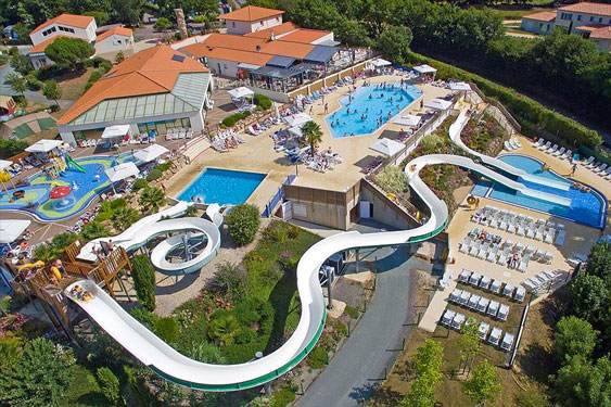 Franse familiecamping met enorm tropisch zwemparadijs