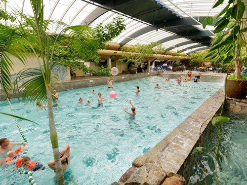 Beleef een onvergetelijke vakantie met subtropisch zwemparadijs in Nederland