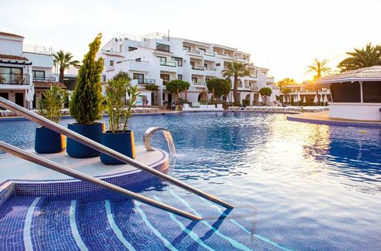 Vakantie Ibiza met groot zwembad