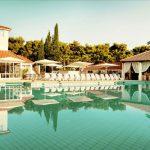 Prachtig resort met groot zwembad aan het strand van Kroatië