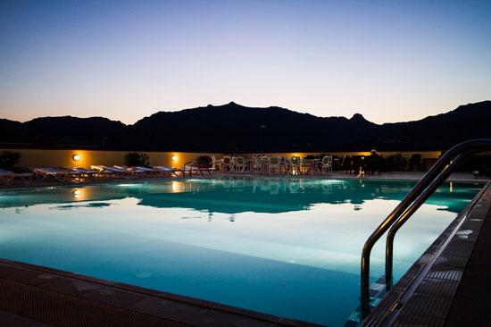 Genieten vanuit luxe vakantiehuis met zwembad op Sardinië