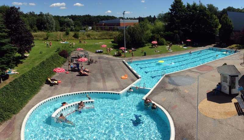 Hotel Assen met groot buitenzwembad