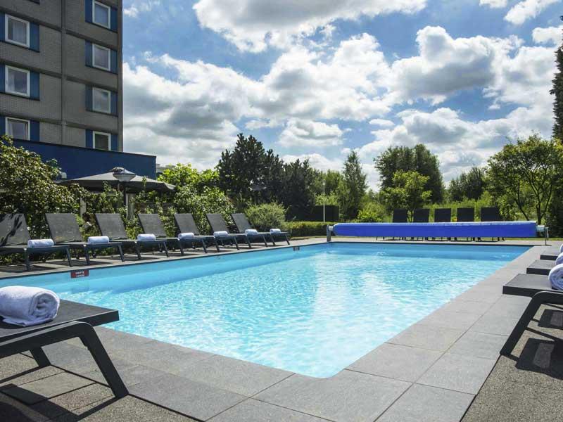 Hotel met openluchtzwembad in Eindhoven