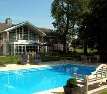 Hotel in Friesland met buitenzwembad