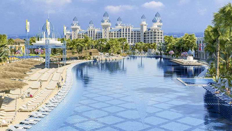 Mega zwembad bij dit luxe hotel in Turkije