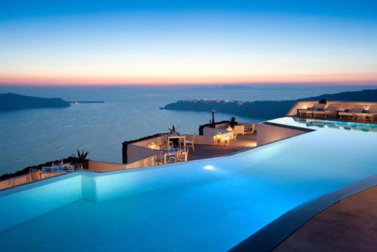 Vijf-sterrenhotel op het zonnige Griekse eiland Santorini met droomzwembad