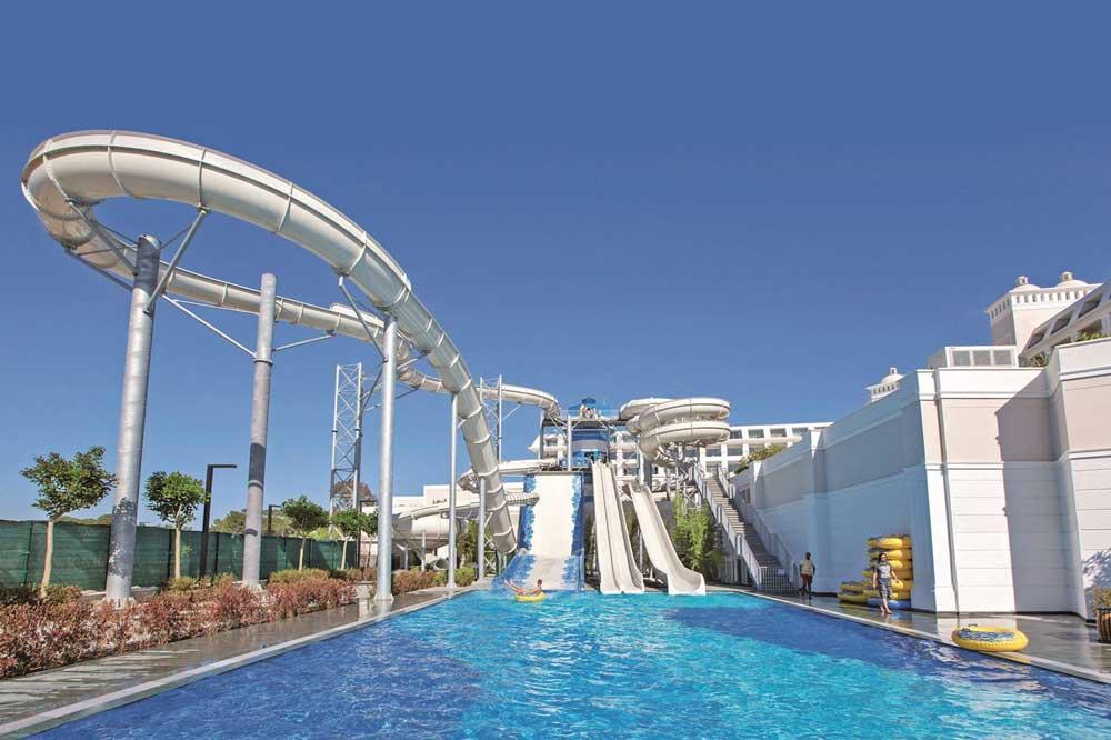Zwembaden met waterglijbanen Belek, Turkije