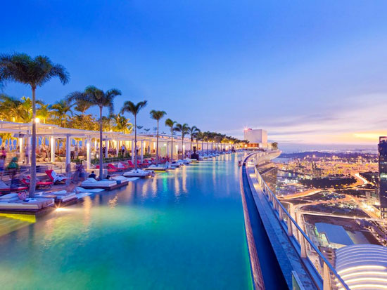 Grootste overloopzwembad ter wereld in een prachtig droomhotel in Singapore